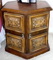 PAIR OF QUALITY END TABLES
