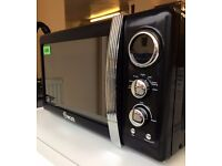 Brand New! - Swan RETRO 800w BLACK & SILVER Microwave Oven + 2 YEAR WARRANTY + DELIVERY AVAILABLE