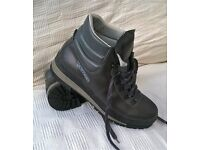 DEMON HIKING BOOTS. SIZE 44 (9.5/10).Very good condition. Italian made.
