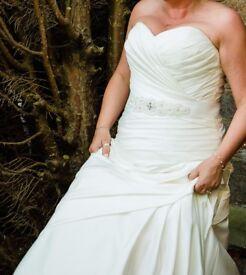 Wedding Dress - Amanda Wyatt dress size 12-16 £750 ONO