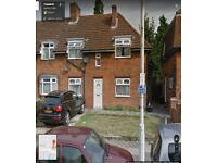 ***Good Size 3 Bedroom First Floor flat above a shop AVAILABLE!!!! IG3 OF GREEN LANE