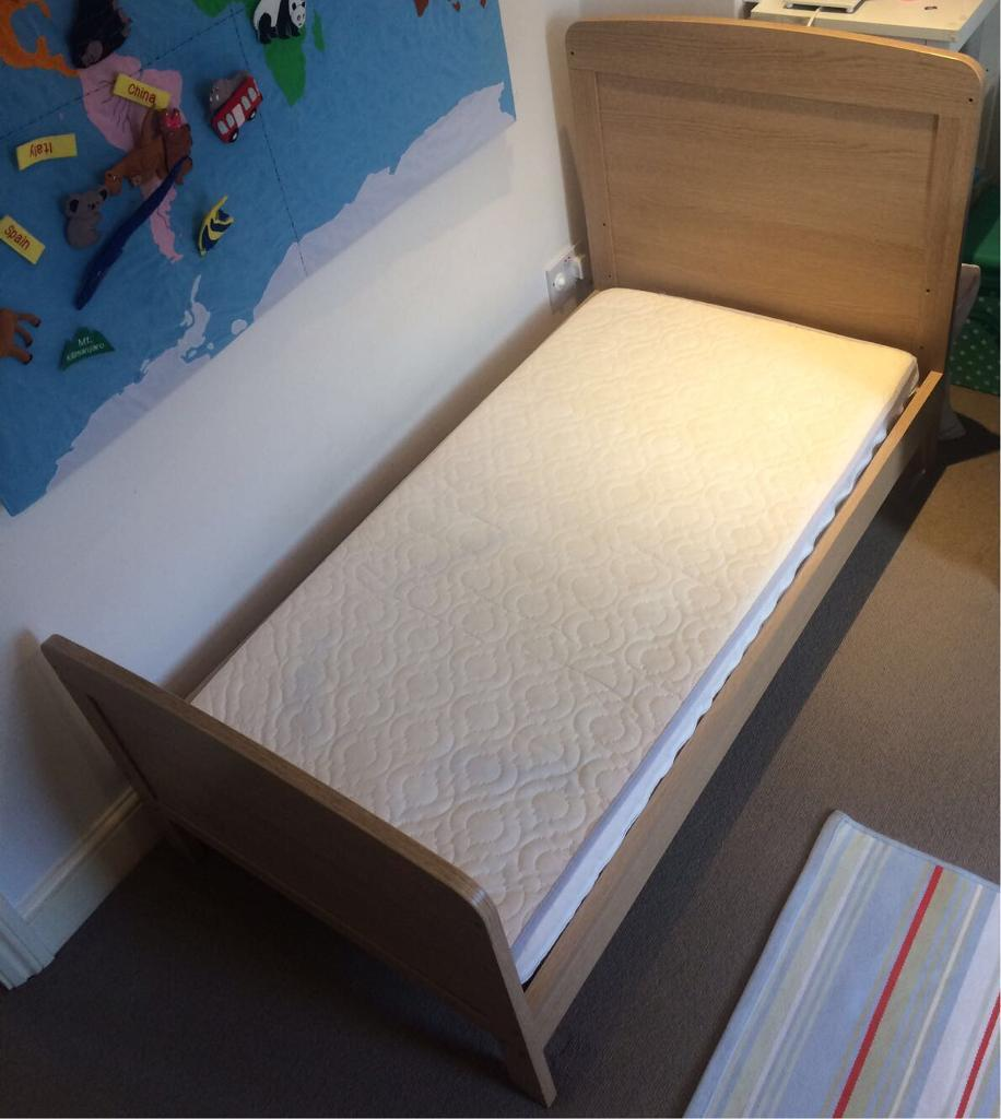 Bed (Cotbed)