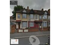 BEAUTIFUL 4 BEDROOM HOUSE READY TO MOVE IN CHADWELLHEATH ROMFORD (RM6) RENT INC C-TAX