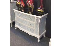 LARGE WHITE CRACKLE MOSAIC MIRRORED CHEST OF DRAWERS