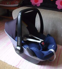 Maxi Cosi Pebble car seat in blue with infant insert, used
