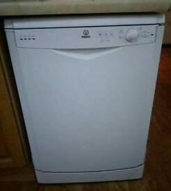 Indesit white dish washer