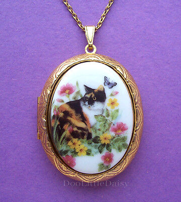 Porcelain CALICO CAT and FLOWERS CAMEO Costume Jewelry Locket Pendant Necklace