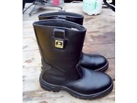 Dunlop Safety Rigger Safety Boots Mens SIZE 8 - Pre-owed used once (THORNTON HEATH CR7)