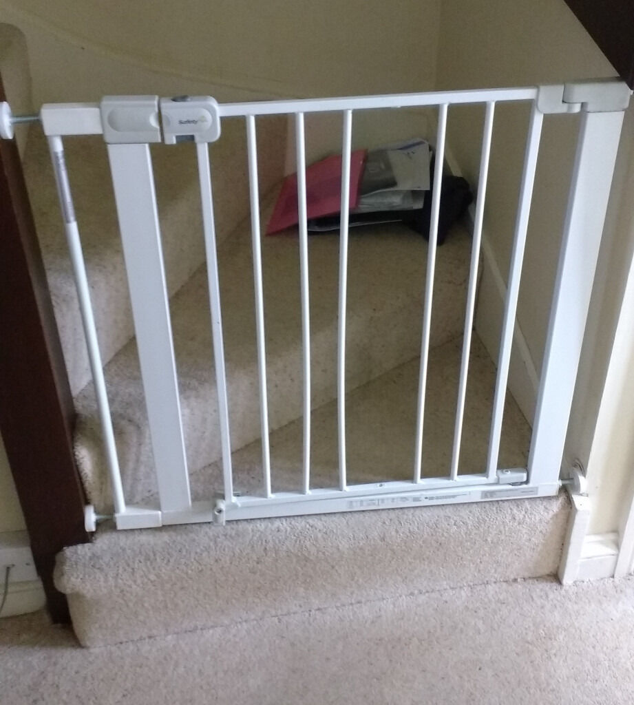Safety 1st Dog Stairgate (with Space Made For Access For Cat)