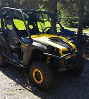 Can Am Commander 1000 X with trailer and helmets