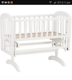 Gliding crib with mattress and bedding set