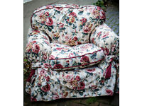 Free! Perfect condition! Floral armchair with 2 matching cushion covers