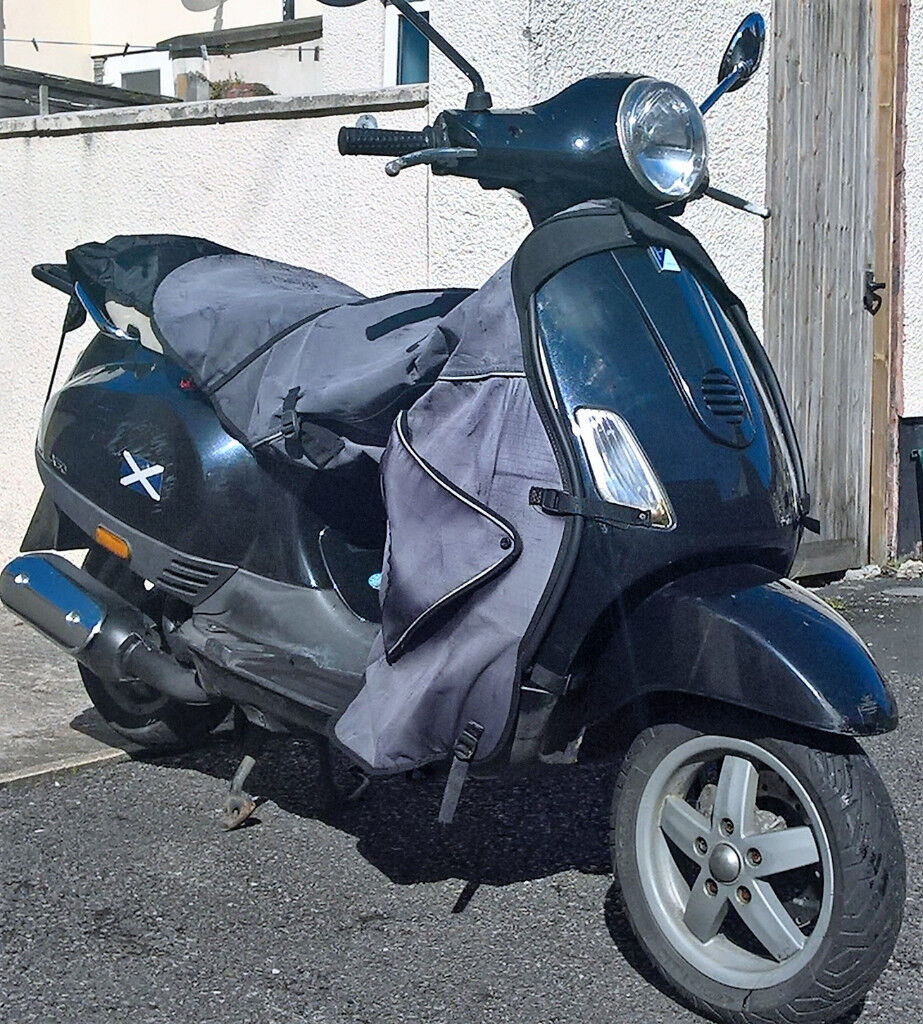 black vespa piaggio scooter 50cc w full tax mot security lock and helmets in redfield. Black Bedroom Furniture Sets. Home Design Ideas