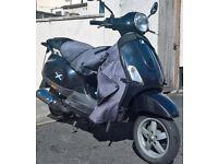 Black Vespa Piaggio Scooter 50cc w/ Full Tax, MOT, security lock and helmets
