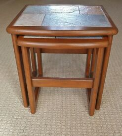 Nest of 2 Walnut Varnish Finish Coffee Tables with Tile Top Centres Living Room Furniture