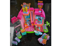Polly Pocket Magnetic Beach Villa Diner