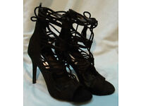 NLY SHOE - Lace Up Tassel Sandal SIZE 39*BRAND NEW WITHOUT BOX AND WITHOUT TAGS