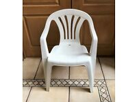 Set of 4 stackable white plastic garden chairs