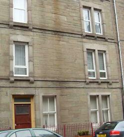 2 bedroom, 2nd floor, unfurnished spacious flat. 450pcm
