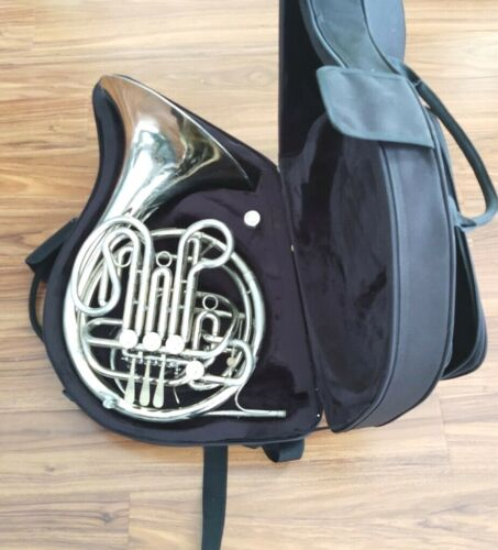 Holton H-179 Professional Double French Horn with Mouthpiece and Case