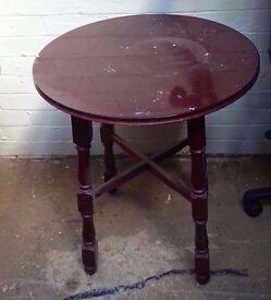 Small dining table (ø:60cm x H:73cm)