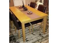 Solid extendable dining table