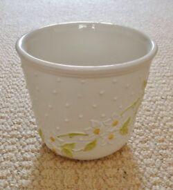 White with Raised Relief Daisy Design Ceramic Indoor Plant Flower Pot Planter Holder