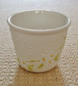 White with Raised Relief Daisy Design Ceramic Indoor Plant Flower Pot Planter Holder