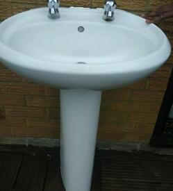 Bathroom pedestal basin