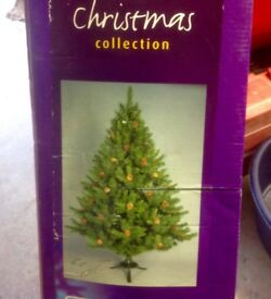 6 ft Christmas tree with pine cones - wide branches