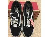 Vans maddie black and white size 4