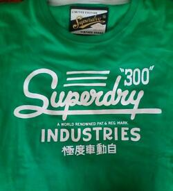 Men's super dry t shirt. Size xl - does run up small. Never worn but tags have been removed.