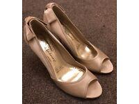 Red Herring Ladies UK 7 Ivory high heels