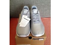 BRAND NEW IN BOX MENS REEBOK CL RUNNER JACQUARD TRAINERS UK 10 RRP - £90. CAN POST