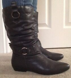 Ladies black leather size 7 boots