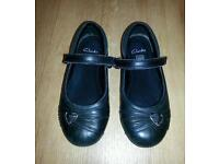 FREE Girls clarks shoes size 11 1/2 H