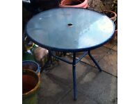 GLASS TOP GARDEN TABLE WITH CENTRE HOLE FOR UMBERELLA