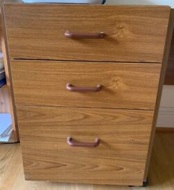Wooden desk drawers on wheels - 3 drawers