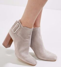 £65 WOMENS SIZE 5 and 6 NEW LOOK GREY REAL LEATHER TRANSVESTITE ANKLE BOOTS