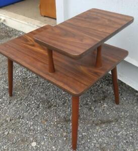 MID-CENTURY 2-TIER SIDE TABLE 16X24X21h Solid Wood OAKVILLE Veneer 1960s Excellent Condition Vintage Retro MCM OOAK