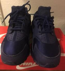 335c39a6944753 Nike limited edition huaraches