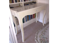 French Style pretty Hall Consule Table (Dressing Table) with drawer