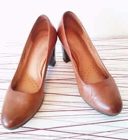 Brown office-style heels size 6-6.5