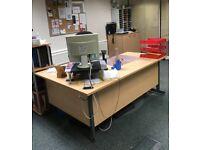 AS NEW: 4 Lea & Plumpton corner wood desks, 2 swivel office chairs. Job lot or individually priced.