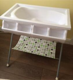 Bonito Bebe Baby Bath & Stand With Storage