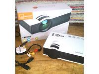 800 Lumen HD 1080p Mini Multi-media Projector