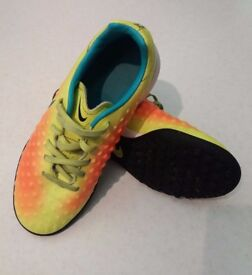 Nike JR MagistaX Ola II TF Kids Astro Turf UK Size 3