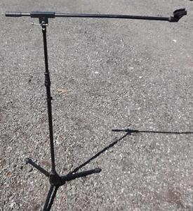 OAKVILLE 905 510-8720:  MICROPHONE STAND / BOOM / MIKE HOLDER  Excellent Folds up Black