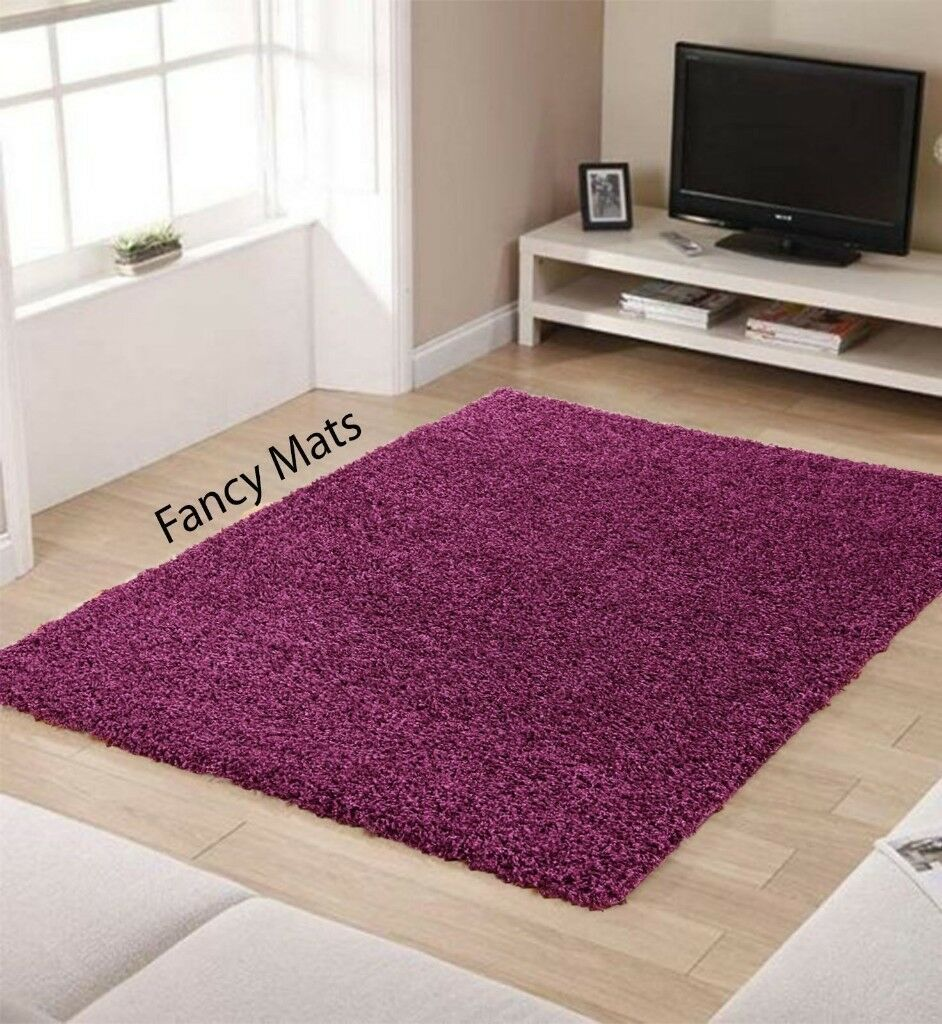 SHAGGY RUG CARPET LIGHT PURPLE NEARLY NEW MEASURE 230 CM ONE SIDE £35 ONO AS IN PICTURE