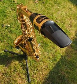 Saxophone Yamaha Alto YAS-275, the ultimate student model in original sturdy travel case
